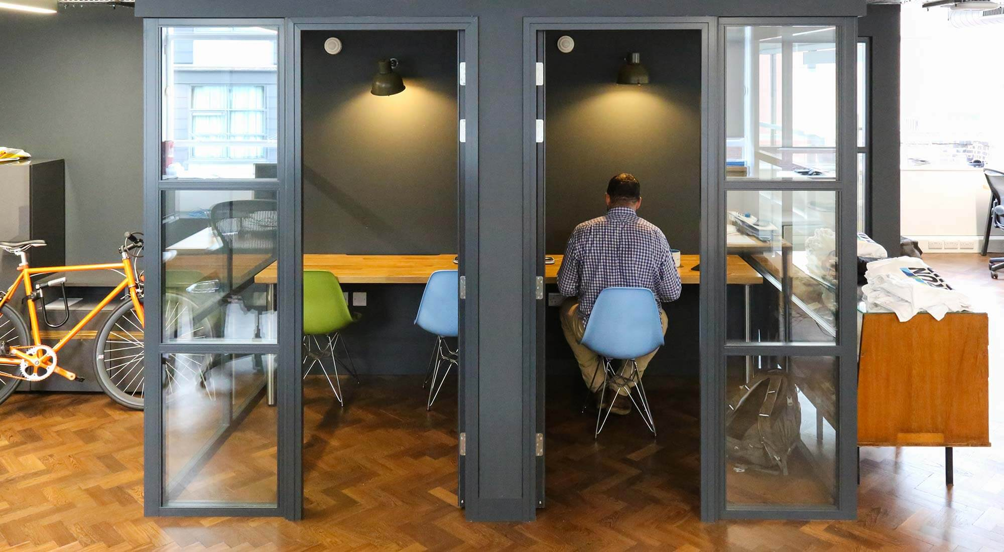 london office industrial style quiet rooms